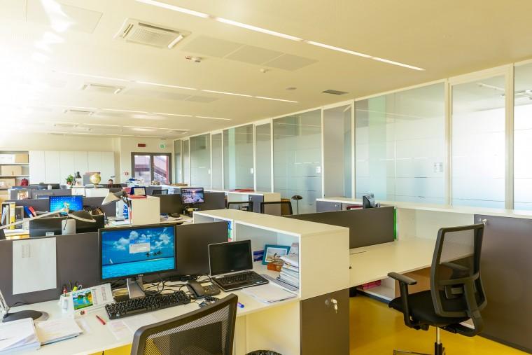 New headquarters office buildingsorin group italia srl for Office design italia srl